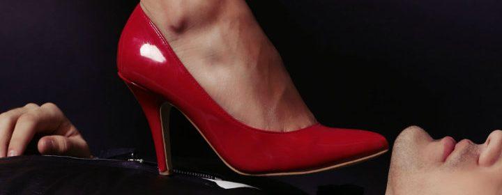 hechizo del papelito en el zapato para dominar un enemigo