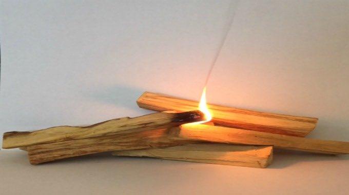 Ritual con palo santo